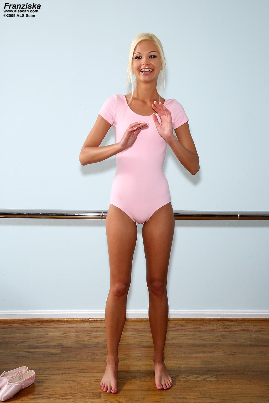 flexible-nude-with-dildo